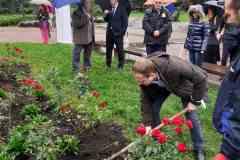 21 рози като знак на почит и признателност към донорите и техните близки